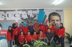 """Pada saat mengisi Seminar """"Change Yourself tobe an Entepreneur @Don Bosco Tangerang, Feb 2016. Foto bareng dengan sebagian peserta & Panitia"""