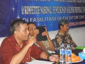 Pembukaan seminar & Workshop oleh Ketua LPPM Insan Pembangunan Bpk. Bambang S, S.Kom, MM