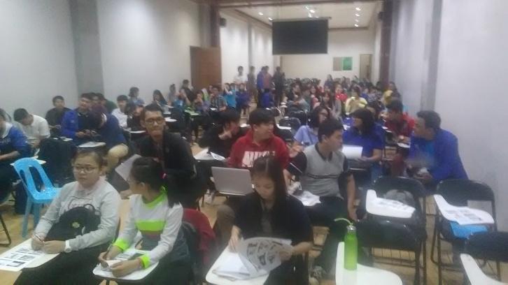 """Para Peserta dari Mahasiswa, Dosen dan Peserta Umum Acara Seminar & Workshop """" E-Commerce """"Using Technology to Improve Business competitive Advantage"""" di Universitas Universal Batam, April 2017"""